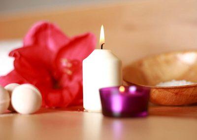 Kerze im Yoga-Studio